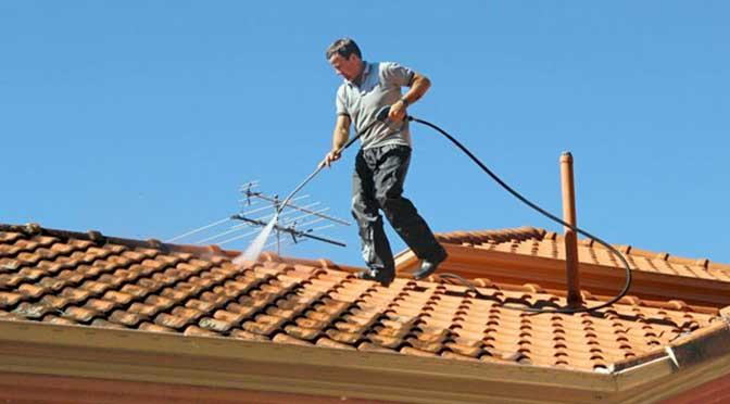 zelf dakpannen reinigen